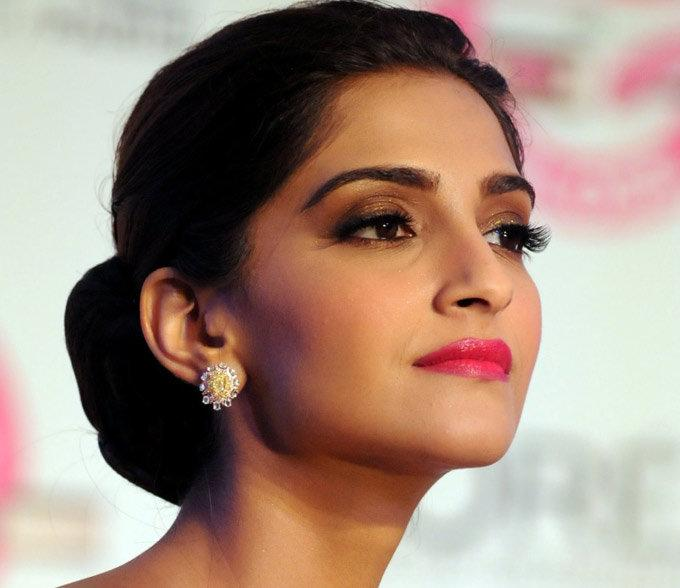 <p>Sonam used to work as a waitress in Singapore to earn her pocket money. But, her Bollywood career started as an Assistant Director to Sanjay Leela Bhansali for the movie <em>Black.</em> She worked for Rs.3000 per month and used that money to commute. </p>