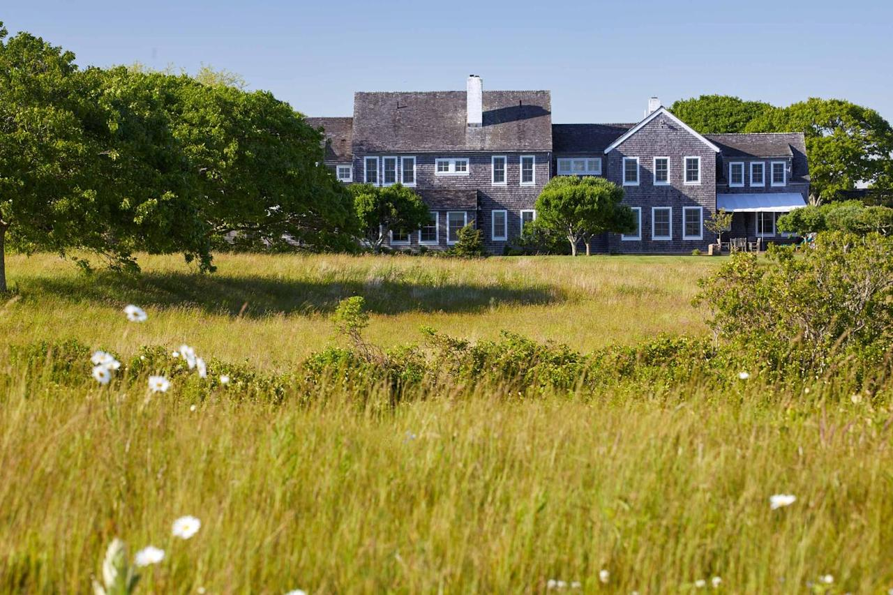 <p>Following the updates that were executed by designer Hugh Newell Jacobsen in 1981, Caroline Kennedy enlisted Deborah Berke, Dean of the Yale School of Architecture, to renovate the home in 2000. <br></p>