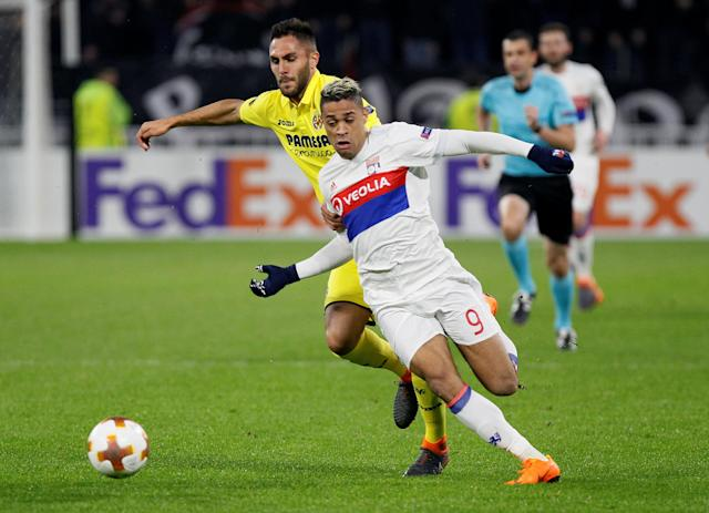 Soccer Football - Europa League Round of 32 First Leg - Olympique Lyonnais vs Villarreal - Groupama Stadium, Lyon, France - February 15, 2018 Lyon's Mariano in action with Villarreal's Victor Ruiz REUTERS/Emmanuel Foudrot