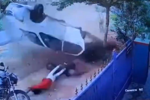 Passengers miraculously survive after being flung out of car after high-speed crash in southern India