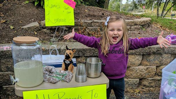 PHOTO: Lainie Stephens raised $754 by selling snacks and lemonade during her family's three-day-long garage sale to help the Germantown Police Department. (Molly Stephens )