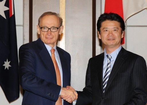Australian FM Bob Carr (left) shakes hands with his Japanese counterpart Koichiro Gemba at a signing ceremony in Tokyo
