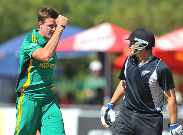 Morne Morkel of South Africa traps BJ Watling of New Zealand lbw for his 100th ODI wicketduring the 2nd One Day International match between South Africa and New Zealand at De Beers Diamond Oval on January 22, 2013 in Kimberley, South Africa.(Photo by Duif du Toit/Gallo Images/Getty Images)