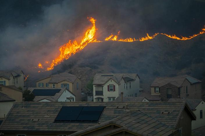 A fire in the Castaic and Valencia area quickly spread to at least 650 acres, triggering mandatory evacuation orders