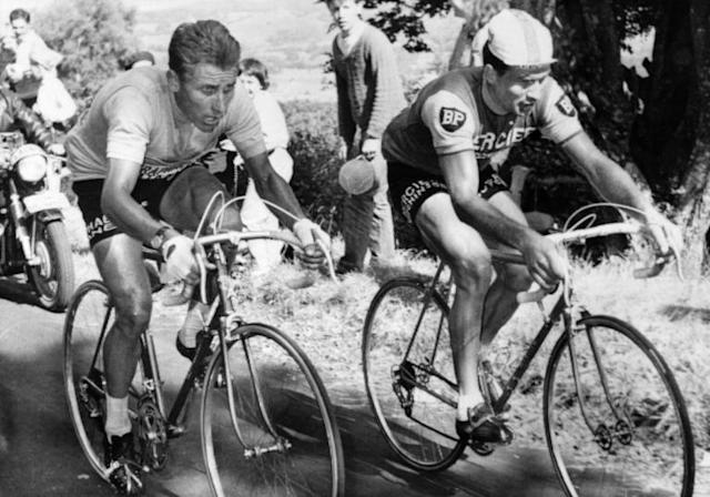 Jacques Anquetil (L), in the yellow jersey, and Raymond Poulidor ride shoulder-to-shoulder up the Puy de Dôme in the 1964 Tour de France (AFP Photo/STAFF)