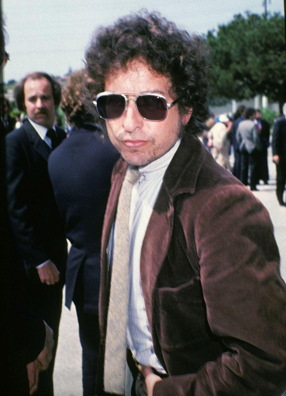 <p>Bob Dylan at Neil Bogart's funeral in Los Angeles, California in 1982.</p>