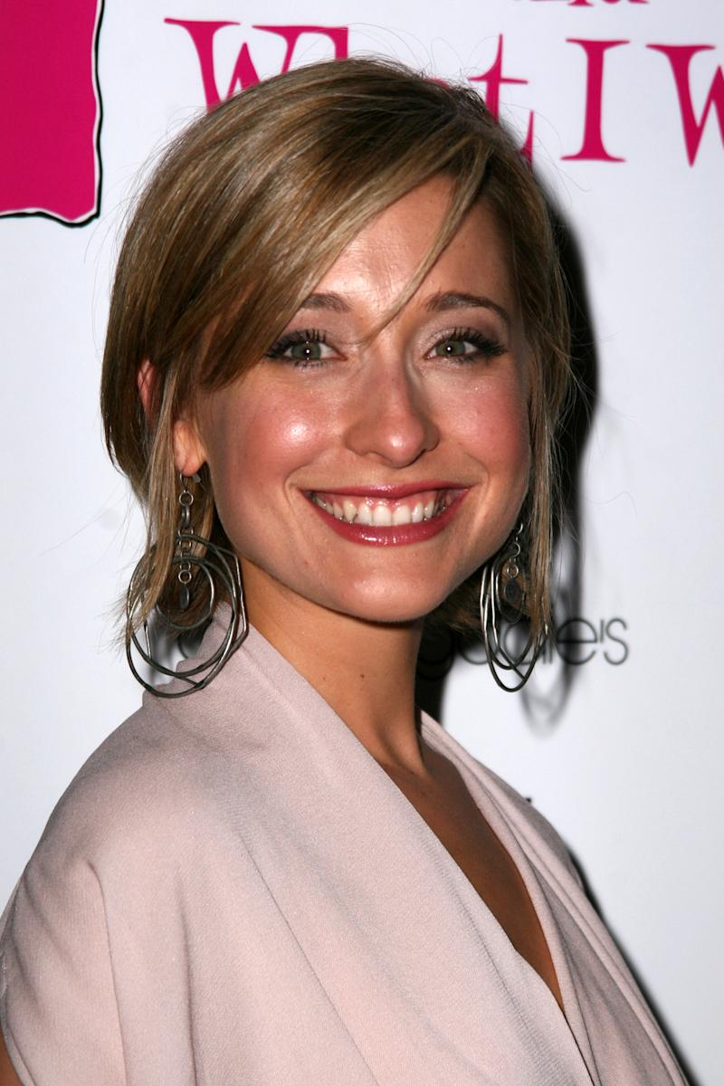 Smallville Actress Allison Mack Arrested In Sex Trafficking Scheme Faces 15 Years To