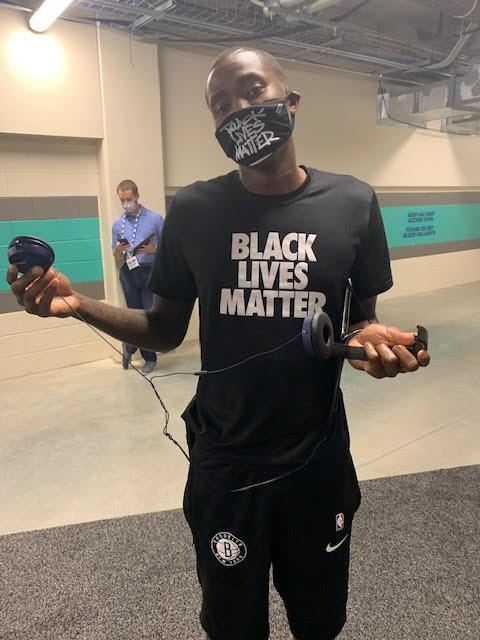 Jamal Crawford shows off his headphones. (Yahoo Sports)