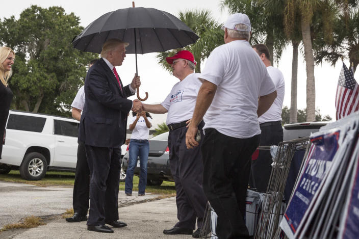 Repubican Party in Florida: Donald Trump and supporters before a rally at the Florida State Fairgrounds in Tampa.