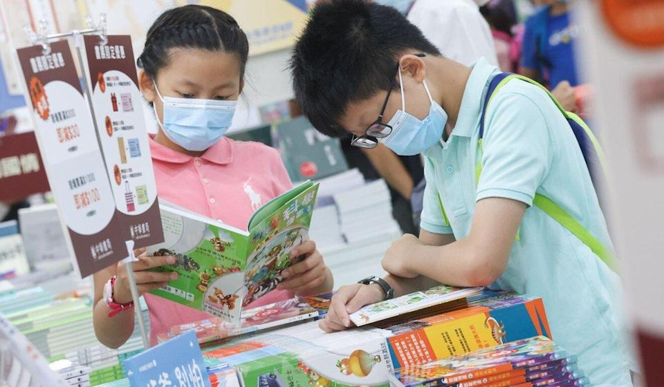Children look through books as the Hong Kong Book Fair returned after a lengthy delay caused by the pandemic. Photo: K. Y. Cheng
