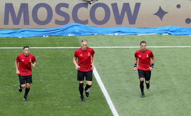 Moscow (Russian Federation), 15/07/2018.- Referee Nestor Pitana of Argentina and his assistant referees Juan Pablo Belatti (R) and Hernan Maidana (L) warm up before the FIFA World Cup 2018 final between France and Croatia in Moscow, Russia, 15 July 2018. (RESTRICTIONS APPLY: Editorial Use Only, not used in association with any commercial entity - Images must not be used in any form of alert service or push service of any kind including via mobile alert services, downloads to mobile devices or MMS messaging - Images must appear as still images and must not emulate match action video footage - No alteration is made to, and no text or image is superimposed over, any published image which: (a) intentionally obscures or removes a sponsor identification image; or (b) adds or overlays the commercial identification of any third party which is not officially associated with the FIFA World Cup) (Croacia, Mundial de Fútbol, Moscú, Rusia, Francia) EFE/EPA/ABEDIN TAHERKENAREH EDITORIAL USE ONLY