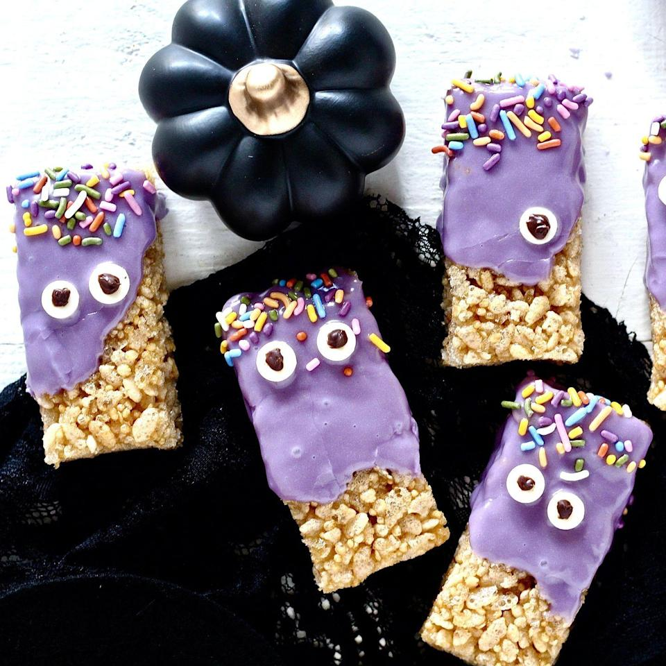 """<p>Transform store-bought treats into cute monsters with this easy tutorial. A pair of white chocolate chips and a spot of melted chocolate helps to create the """"eyes.""""</p><p><strong>Get the recipe at <a href=""""https://www.milkandhoneynutrition.com/recipes/purple-monster-halloween-treats/"""" rel=""""nofollow noopener"""" target=""""_blank"""" data-ylk=""""slk:Milk and Honey Nutrition"""" class=""""link rapid-noclick-resp"""">Milk and Honey Nutrition</a>.</strong></p><p><a class=""""link rapid-noclick-resp"""" href=""""https://go.redirectingat.com?id=74968X1596630&url=https%3A%2F%2Fwww.walmart.com%2Fsearch%2F%3Fquery%3Dwhite%2Bchocolate%2Bchips&sref=https%3A%2F%2Fwww.thepioneerwoman.com%2Ffood-cooking%2Fmeals-menus%2Fg32110899%2Fbest-halloween-desserts%2F"""" rel=""""nofollow noopener"""" target=""""_blank"""" data-ylk=""""slk:SHOP WHITE CHOCOLATE CHIPS"""">SHOP WHITE CHOCOLATE CHIPS</a></p>"""