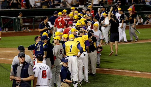 <p>Democrats and Republicans greet each other after the annual Congressional Baseball Game at Nationals Park in Washington, U.S., June 15, 2017. June 15, 2017. (Photo: Joshua Roberts/Reuters) </p>