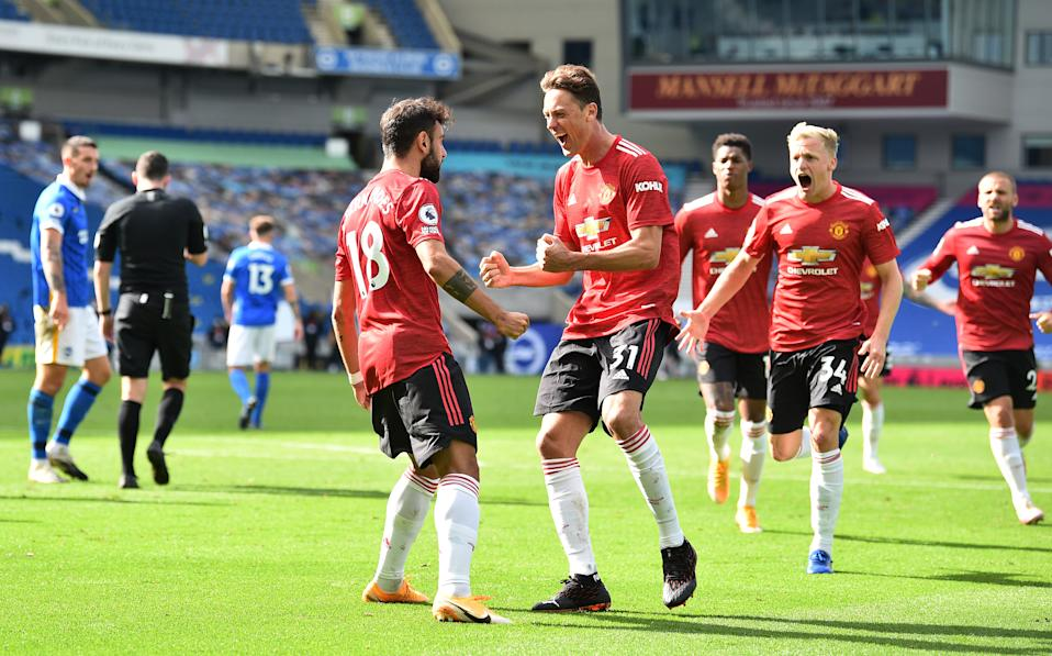 Bruno Fernandes (18) celebrates with Manchester United teammates after scoring his side's winner against Brighton & Hove Albion. (Glyn Kirk/Getty Images)