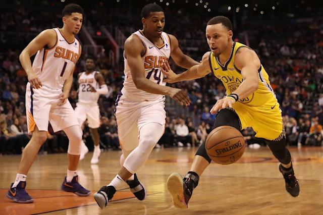 Golden State star Stephen Curry's 34 points led the Warriors in a 132-109 NBA victory over the Phoenix Suns (AFP Photo/Christian Petersen)