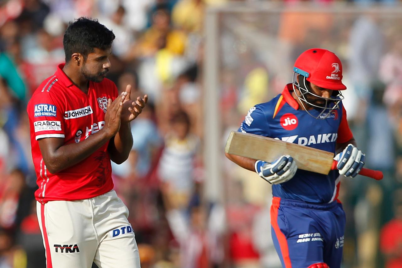<p>Varun Aaron of Kings XI Punjab celebrates the wicket of Mohammed Shami of the Delhi Daredevils during match 36 of the Vivo 2017 Indian Premier League between the Kings XI Punjab and the Delhi Daredevils held at the Punjab Cricket Association IS Bindra Stadium in Mohali, India on the 30th April 2017<br />Photo by Deepak Malik – Sportzpics – IPL </p>