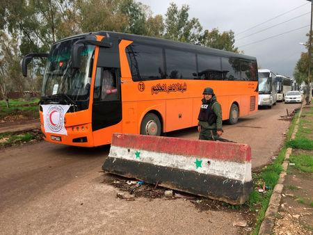 Syrian rebel fighters evacuated from Homs en masse