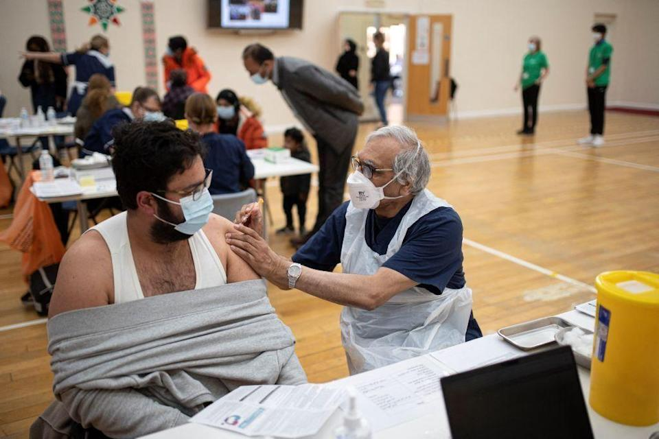 A vaccination centre set up at the Karimia Institute Islamic centre and Mosque in Nottingham. (Photo: OLI SCARFF via AFP via Getty Images)