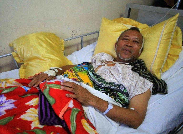 Mayor Abdulmalik Manamparan of Nunungan town, recuperates at a hospital in Iligan City on April 26, 2013