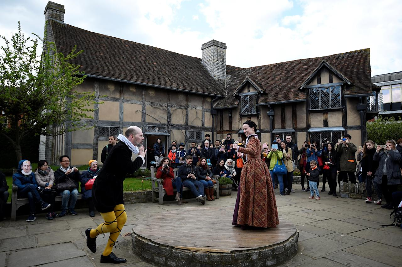 FILE PHOTO: Tourists watch actors perform at the house where William Shakespeare was born during celebrations to mark the 400th anniversary of the playwright's death in Stratford-Upon-Avon, Britain, April 23, 2016. REUTERS/Dylan Martinez/File Photo