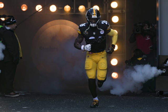 Le'Veon Bell is coming back one day, and when he does, he'll want to get paid. (AP)