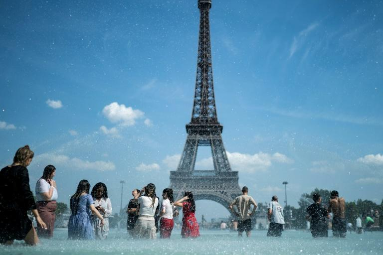 """Paris has become the latest world city to declare a """"climate emergency"""""""