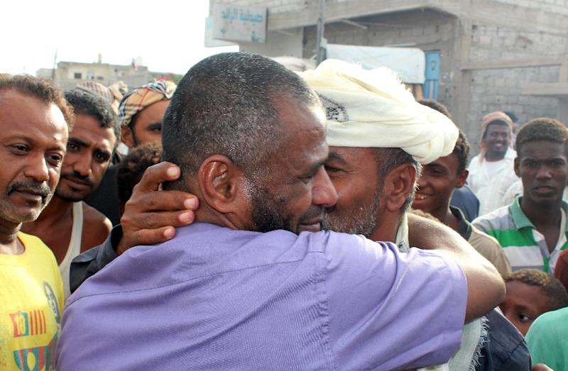 A Yemeni pro-government fighter is welcomed back by relatives and friends on December 17, 2015, in Yemen's southern Lahj governorate (AFP Photo/Saleh al-Obeidi)