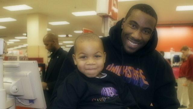 Knicks Player Stoudemire Plays 'Santa'