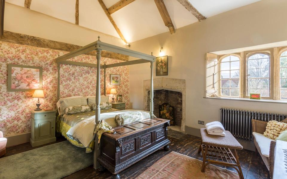 St Peter's Court, Somerset - Oliver's Travels