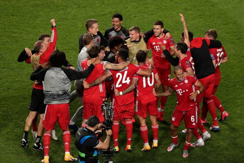 Bayern's players celebrate after winning the UEFA Champions League final football match between Paris Saint-Germain and Bayern Munich at the Luz stadium in Lisbon on August 23, 2020. (Photo by Manu Fernandez / POOL / AFP) (Photo by MANU FERNANDEZ/POOL/AFP via Getty Images)