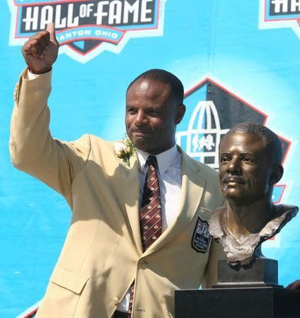 FILE PHOTO: Warren Moon waves to the crowd after his induction into the Pro Football Hall of Fame in Canton, Ohio, U.S. August 5, 2006. REUTERS/Matt Sullivan/File Photo