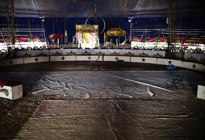 A view of the stage of the Hermanos Cedeno circus in Chimalhuacan, Mexico, on July 7, 2015 (AFP Photo/Ronaldo Schemidt)
