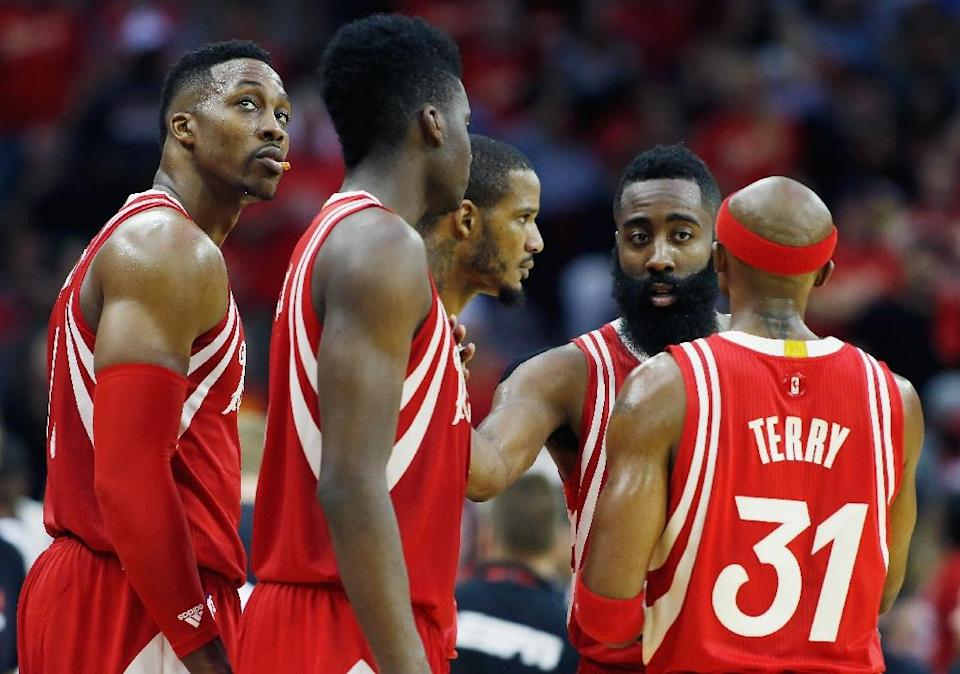 The Houston Rockets huddle on the court during their game against the San Antonio Spurs at the Toyota Center on December 25, 2015 in Houston, Texas (AFP Photo/Scott Halleran)