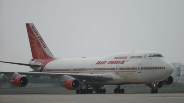 An Air India Bengaluru-Kolkata flight was delayed by over an hour on Monday when the pilot order a crew member to wash his lunchbox for him and triggered a bitter argument.