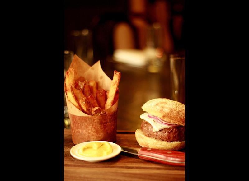 "This Manhattan hipster favorite goes a step beyond others to assure the crunchiness of its spuds: introducing The <a href=""http://www.gogobot.com/the-breslin-new-york-city-restaurant"" target=""_hplink"">Breslin</a>'s thrice-cooked chips."