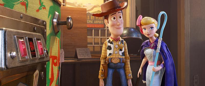 Woody (Tom Hanks) and Bo Peep (Annie Potts) reunite in 'Toy Story 4' (Photo: Walt Disney Studios Motion Pictures/Courtesy Everett Collection)