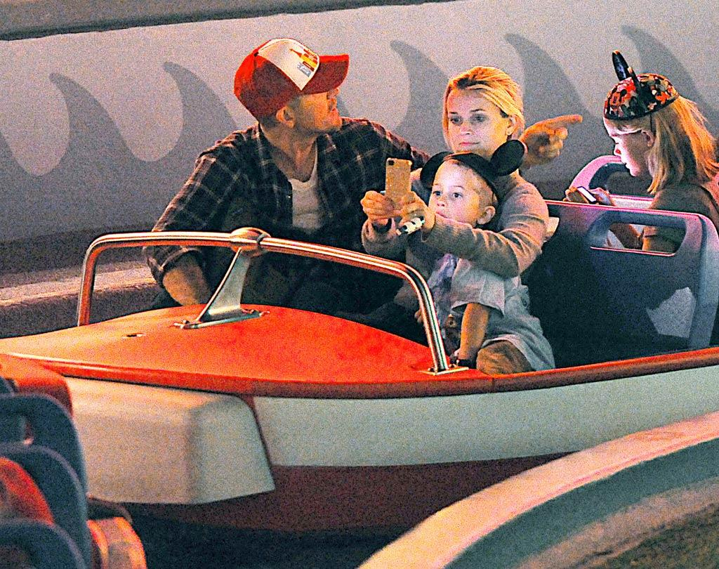 Reese Witherspoon and her new hubby, Jim Toth, took her kiddies, Deacon and Ava, for some family fun -- and photos snapped with their cell phones! -- at Disneyland in Anaheim, California, on Sunday. (11/28/2011)