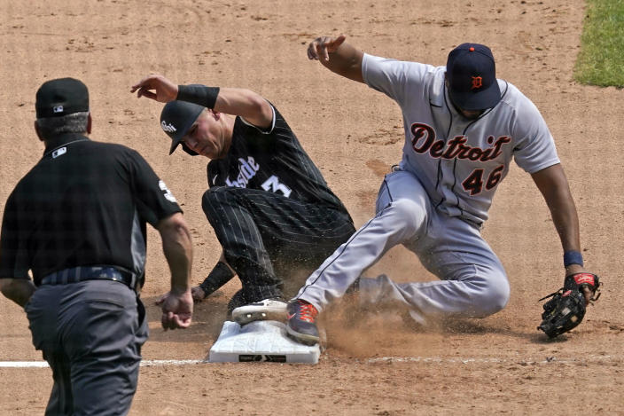 Detroit Tigers third baseman Jeimer Candelario, right, forces out Chicago White Sox's Jake Lamb at third during the sixth inning of a baseball game in Chicago, Saturday, June 5, 2021. (AP Photo/Nam Y. Huh)