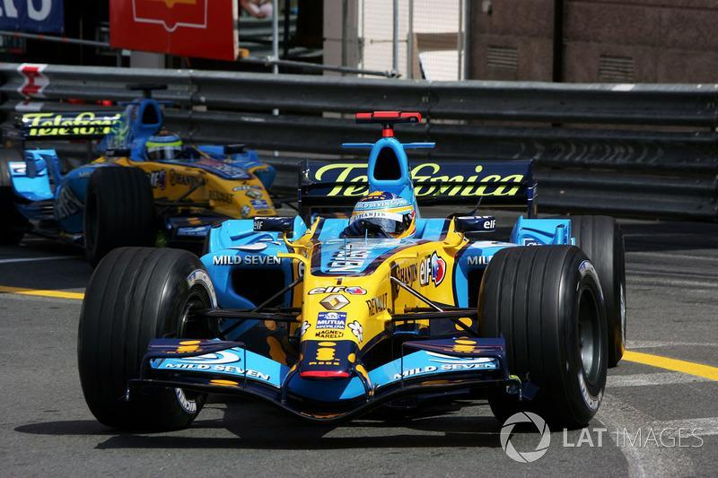 "Fernando Alonso, Renault R26 y Giancarlo Fisichella, Renault R26<span class=""copyright"">Sutton Images</span>"