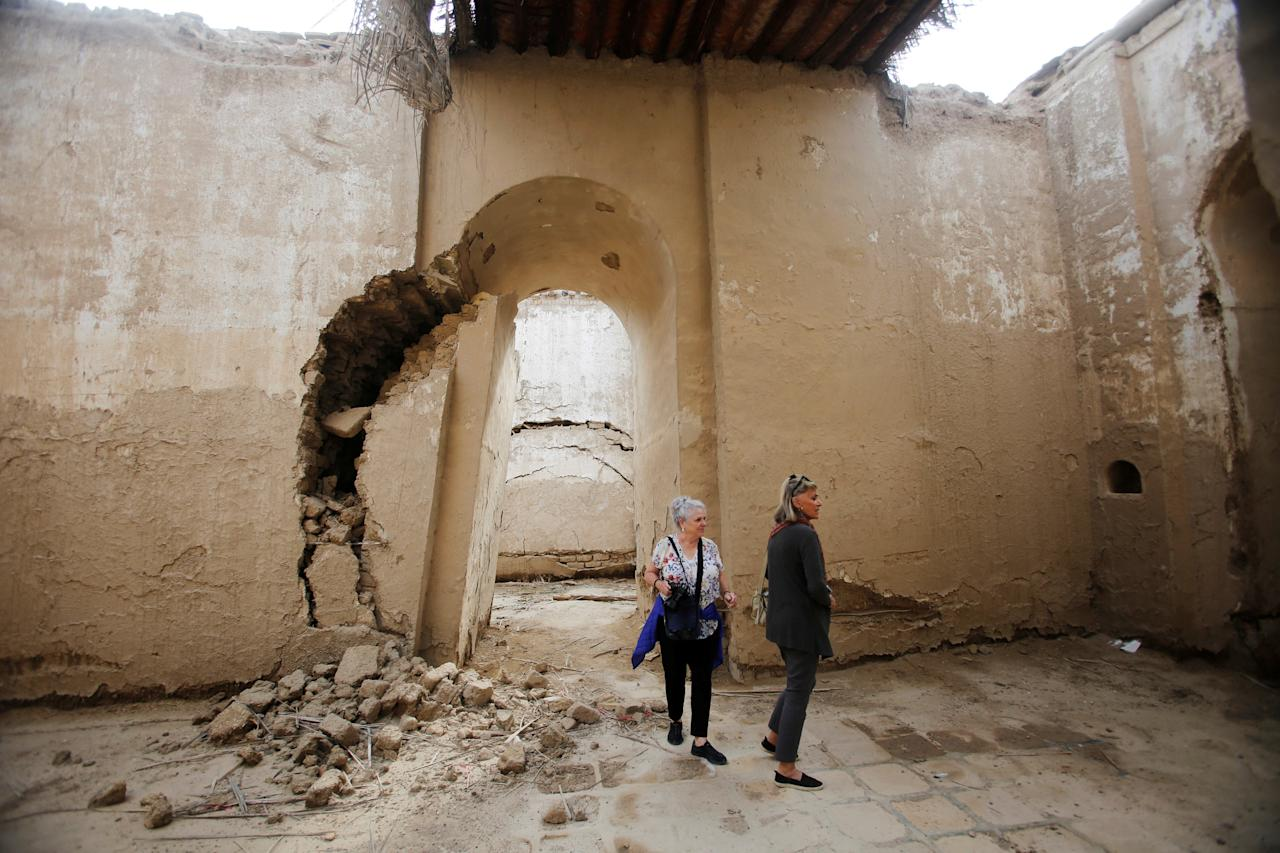 Foreign tourists visit the temple of Nunmakh, at the ancient city of Babylon near Hilla, south of Baghdad, Iraq November 14, 2018. Tourist agencies resumed work after the defeat of the Islamic state in Mosul. Picture taken November 14, 2018. REUTERS/Khalid al-Mousily