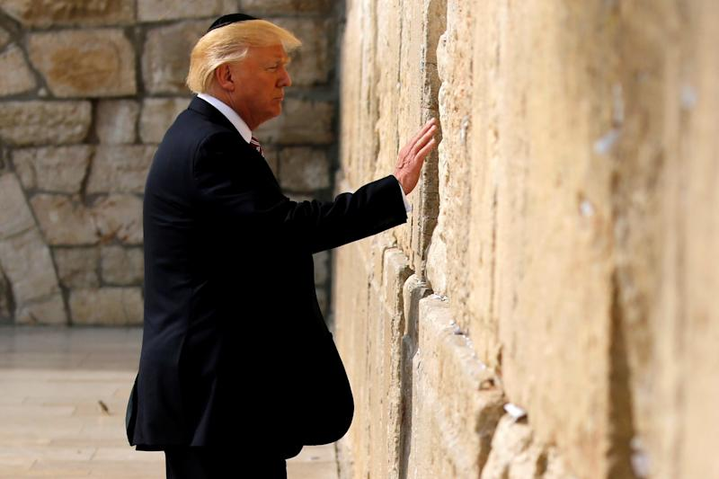 U.S. President Donald Trump prepares to leave a note at the Western Wall in Jerusalem May 22, 2017. (Photo: Jonathan Ernst/Reuters)