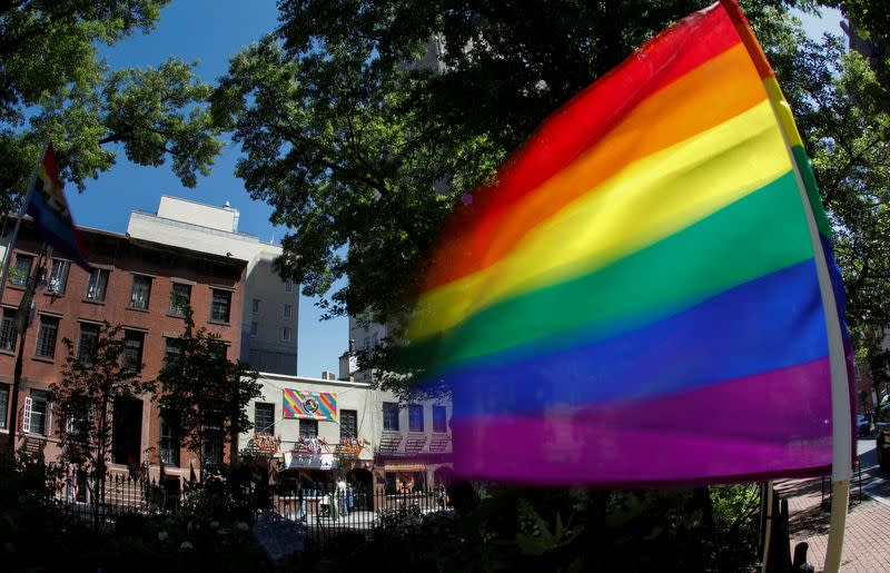 Survey finds 40% of U.S. LGBTQ youth considered suicide in past year