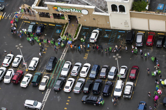 <p>Line outside a Supermarket in San Juan, Puerto Rico on Sept. 22, 2017. (Photo: Dennis M. Rivera Pichardo for The Washington Post via Getty Images) </p>