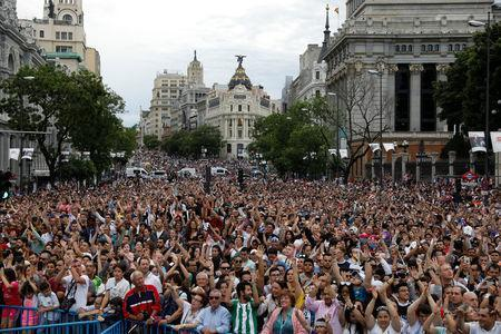 Soccer Football - Real Madrid celebrate winning the Champions League Final - Madrid, Spain - May 27, 2018 Real Madrid fans celebrate during victory celebrations REUTERS/Sergio Perez