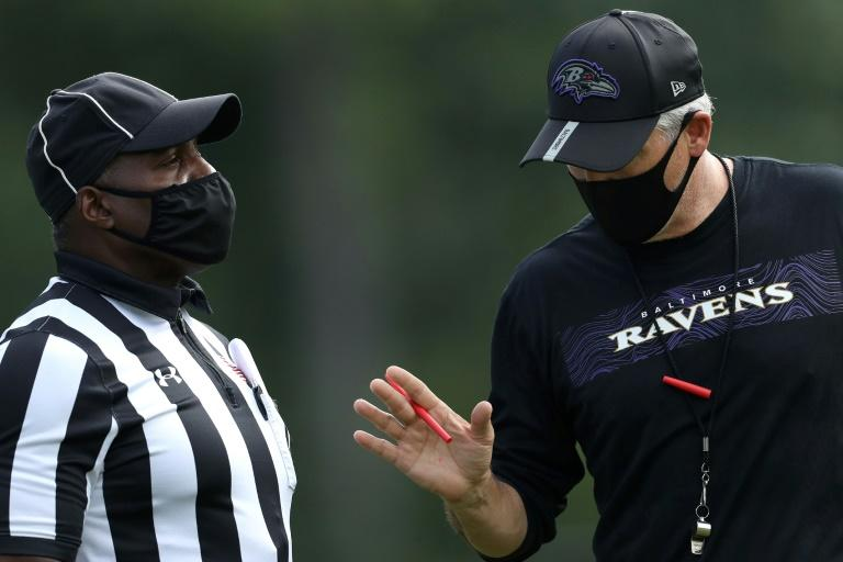 NFL warns not to approach referees without masks on