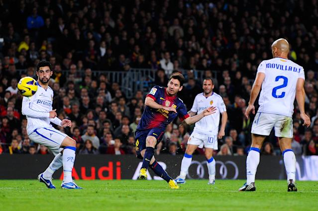 BARCELONA, SPAIN - NOVEMBER 17: Lionel Messi of FC Barcelona (C) scores his team's third goal during the La Liga match between FC Barcelona and Real Zaragoza at Camp Nou on November 17, 2012 in Barcelona, Spain. (Photo by David Ramos/Getty Images)