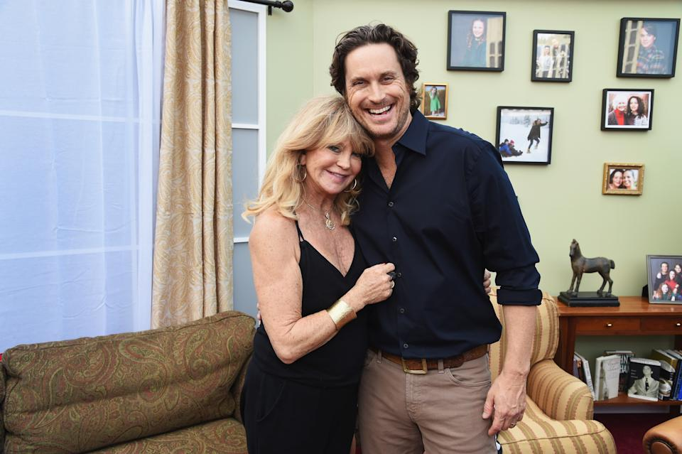 LOS ANGELES, CA - NOVEMBER 18:  Oliver Hudson (R) and Goldie Hawn (L)  attend