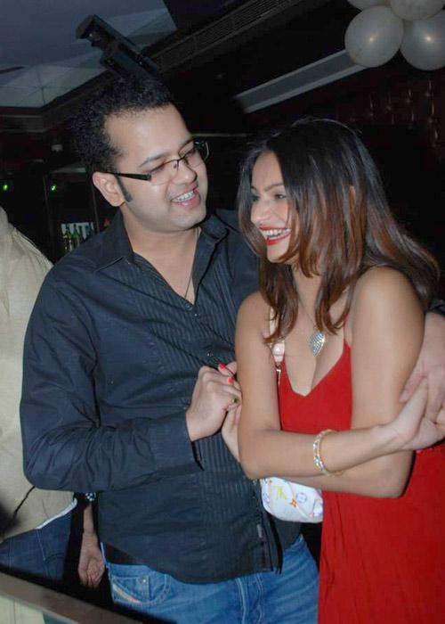 Rahul Mahajan's second wife Dimpy Ganguly once walked out of his home alleging abuse. Dimpy then said that Rahul used to beat her up regularly. There were allegations that he used to abuse his ex-wife Shweta Singh too.