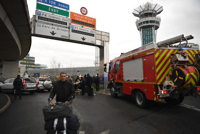 Travellers were evacuated from Paris' Orly airport following the shooting on March 18, 2017 (AFP Photo/CHRISTOPHE SIMON)