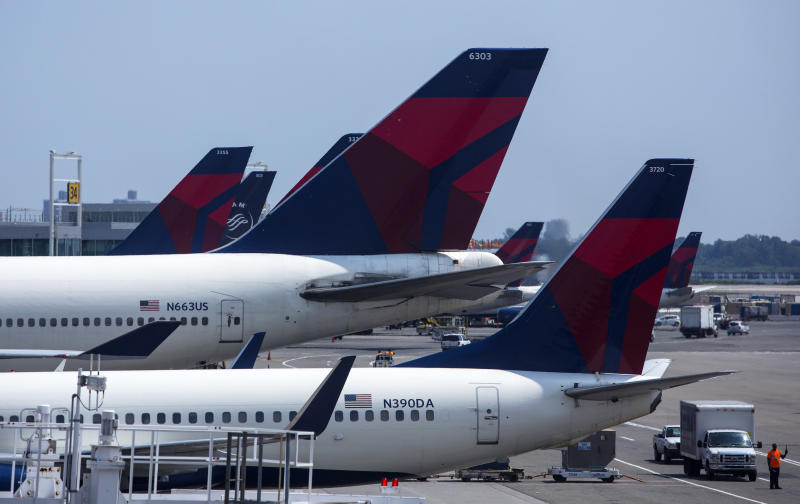 Delta to Offer Free In-Flight Messaging via iMessage, WhatsApp and Facebook Messenger class=